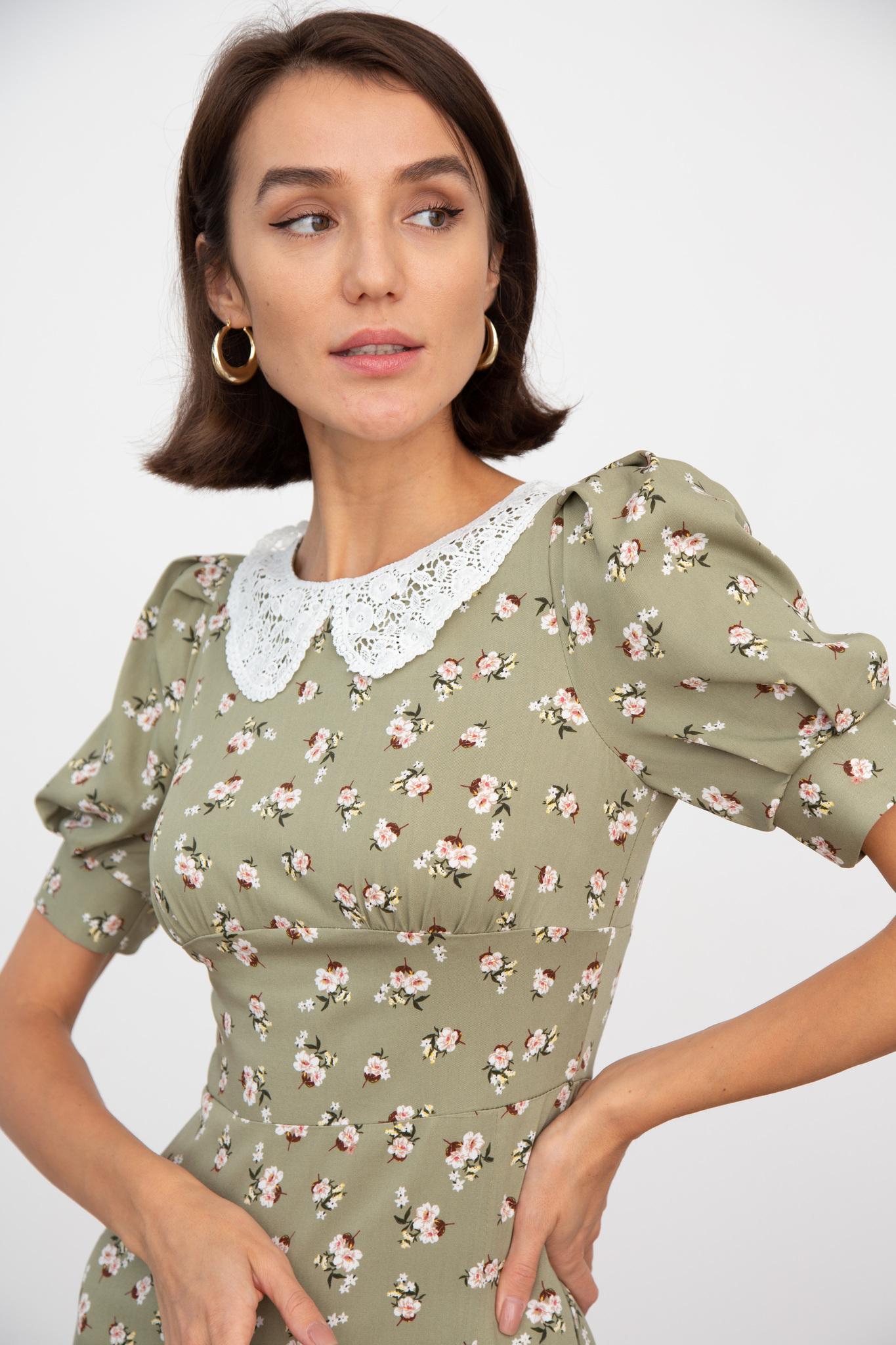 Платье миди с кружевным воротником (цветы на оливковом)