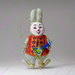 Кролик с музыкальным инструментом