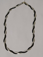Коса черно-белая (серебряная цепочка)