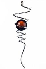 Спиральный хвостик серебристый с янтарным шаром (Iron Stop)