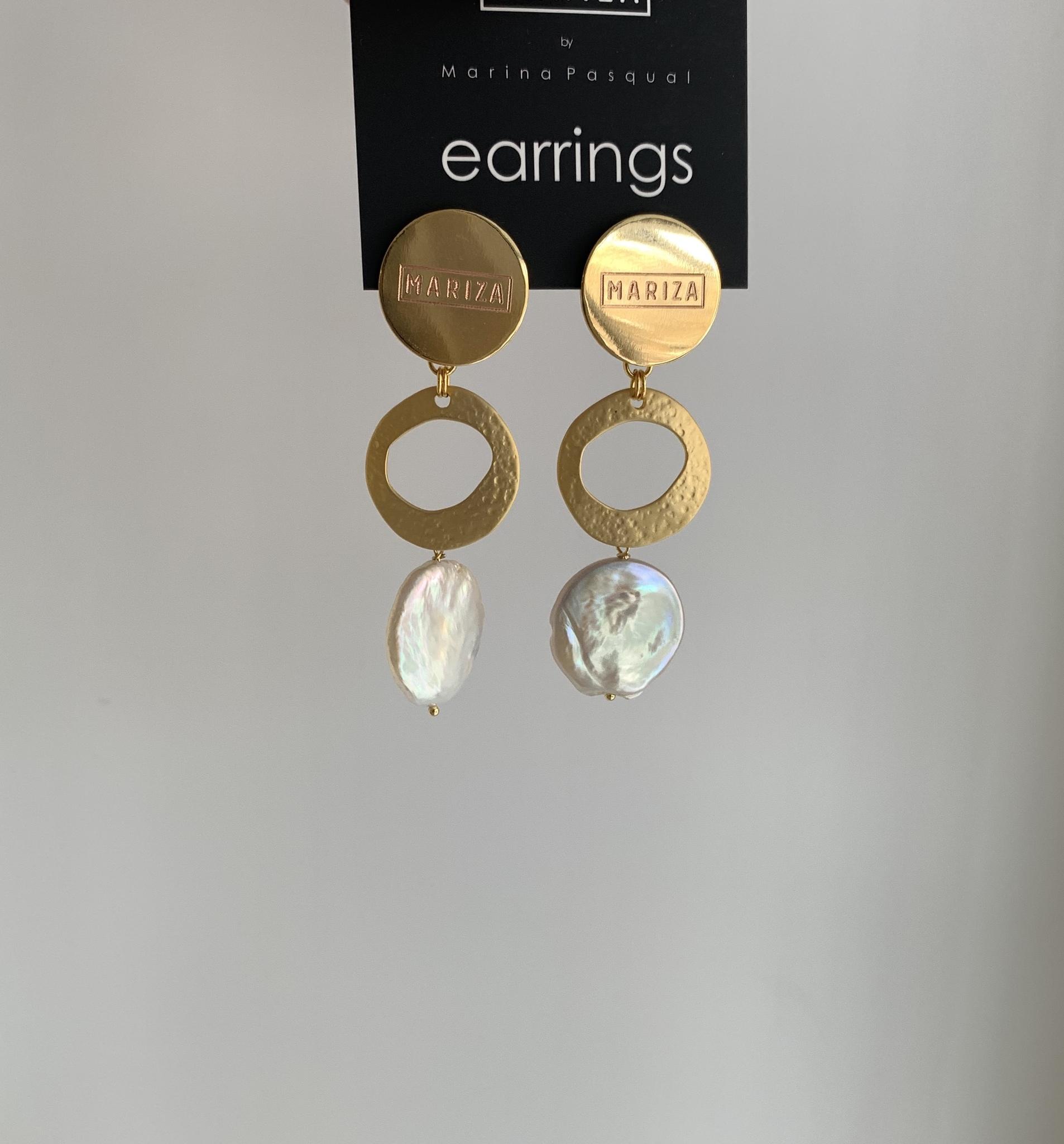 Серьги в позолоте с круглым элементом и барочным жемчугом  оптом и в розницу