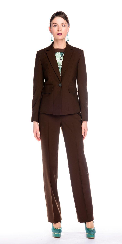 Жакет Д496-115 - Приталенный жакет на подкладке с застежкой на одну пуговицу. Благодаря качественной, плотной, костюмной ткани и классической формы идеально садится на фигуру любого типа. Прекрасный вариант для офиса. Хорошо сочетается с классическими юбками, брюками и платьями, создавая элегантный, строгий образ.