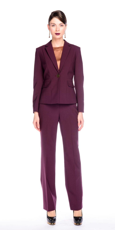 Жакет Д496-197 - Приталенный жакет на подкладке с застежкой на одну пуговицу. Благодаря качественной, плотной, костюмной ткани и классической формы идеально садится на фигуру любого типа. Прекрасный вариант для офиса. Хорошо сочетается с классическими юбками, брюками и платьями, создавая элегантный, строгий образ.