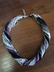 Бисерное ожерелье из 48 нитей черно-фиолетовое