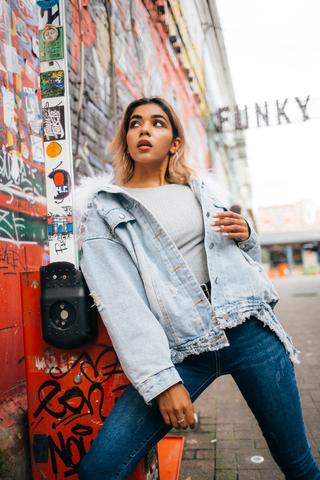 модная джинсовая куртка магазин