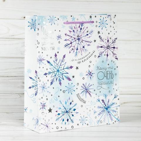 Пакет с тиснением «Волшебные снежинки», 18×23×8 см