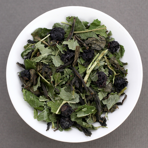 Иван-чай с листом и ягодами черной смородины