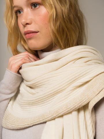 Женский шарф молочного цвета из шерсти и кашемира - фото 3