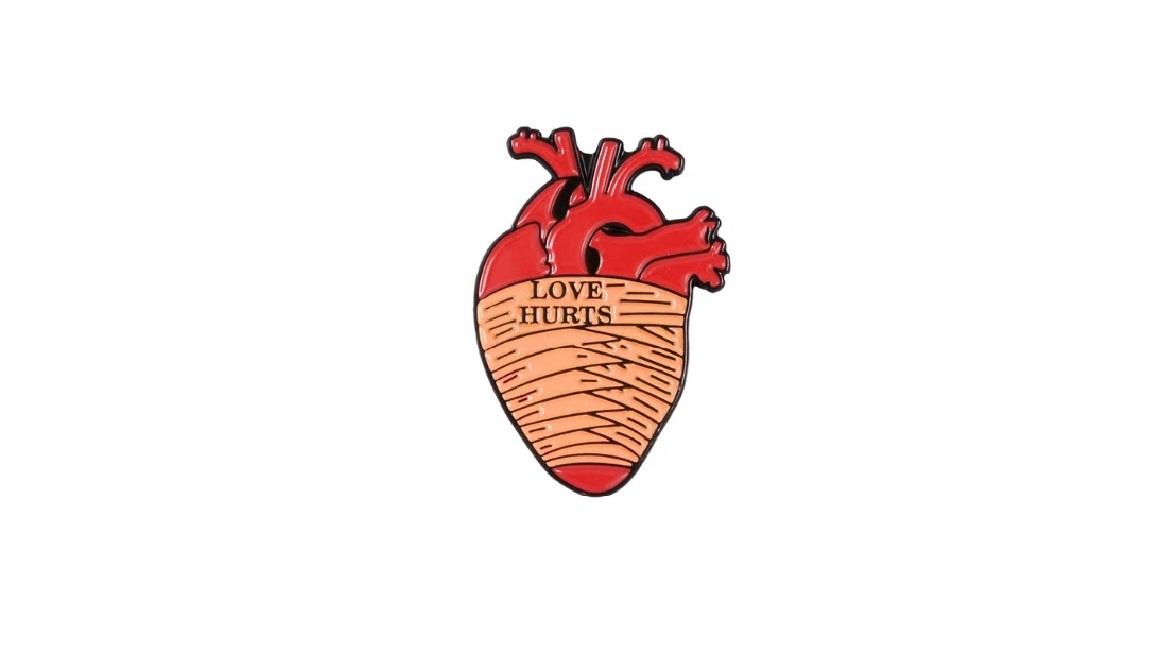 Брошь сердце любовь-боль