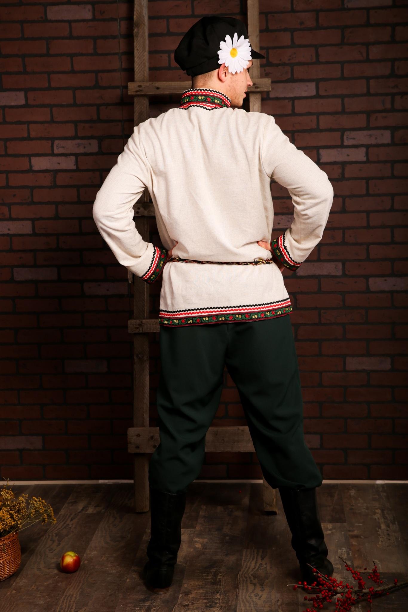 Русский мужской костюм Богатырь вид сзади