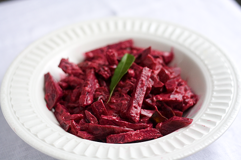 https://static-ru.insales.ru/images/products/1/3481/16485785/beetroot_curry.png