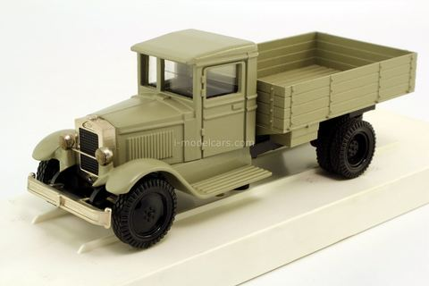 ZIS-5 flatbed truck gray (chrome bumper) LOMO-AVM 1:43