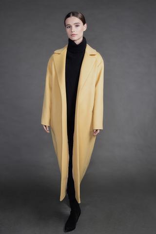Длинное пальто из кашемира с шерстью.