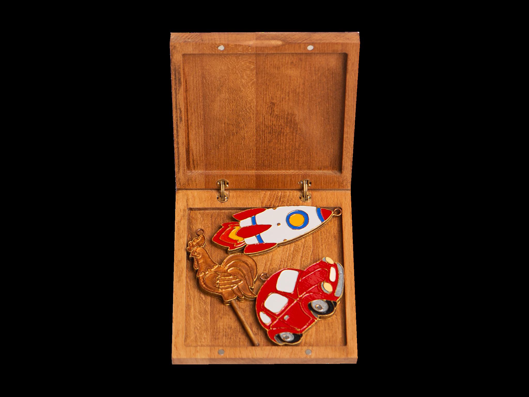 Подарочный набор из трех игрушек: Петушок на палочке, Ракета, Машинка.