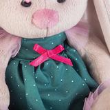 Зайка Ми в зеленом платье и с цветком