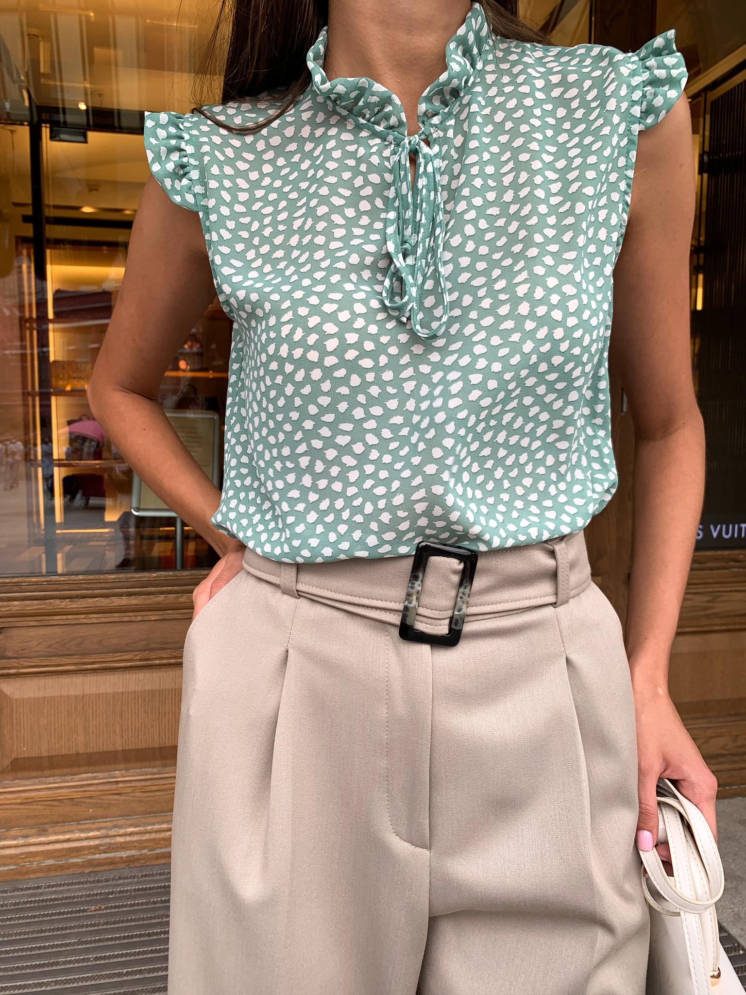 Блуза с крылышками (пятна на зеленом шифоне)