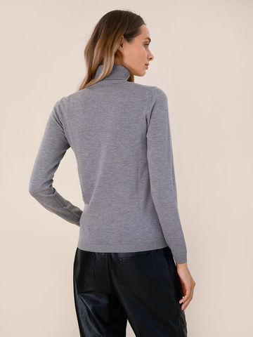 Женский свитер серого цвета из шерсти и шелка - фото 4