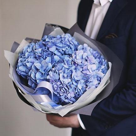 Купить шикарный вип букет 5 голубых гортензий в Перми для любимой девушки