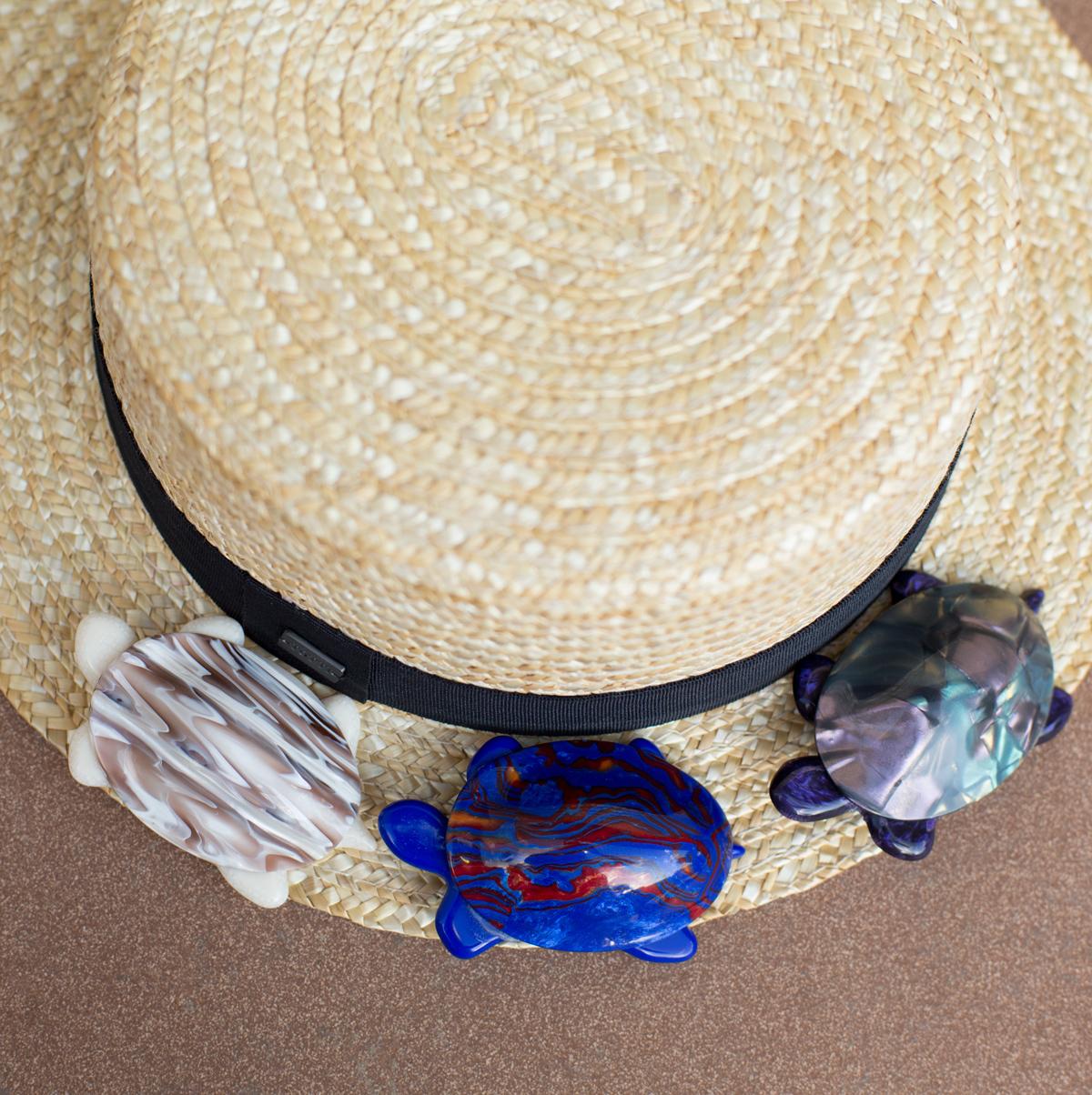 Очаровательная бежевая черепашка от Lea Stein.