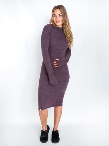 Платье шерстяное с вырезом лодочка лавандовое