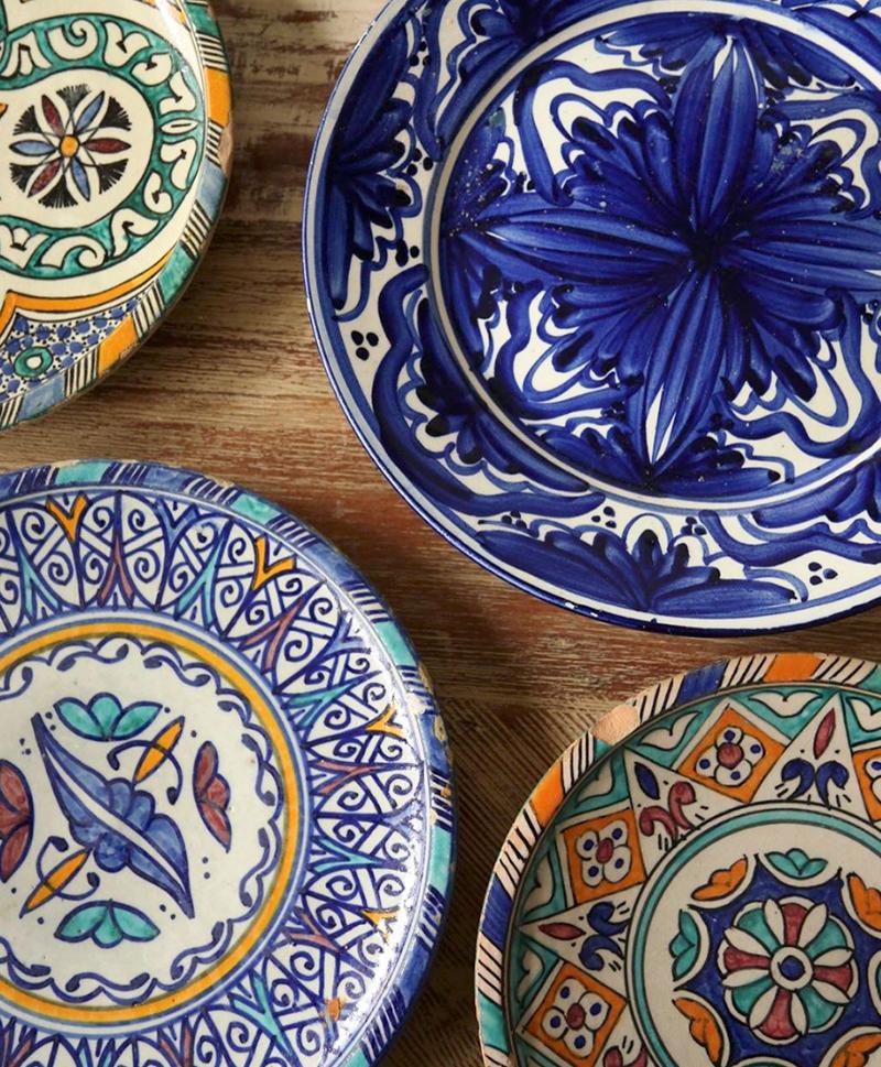 Большая разноцветная тарелка