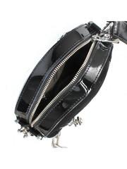 Сумка черного цвета из комбинированной кожи на цепочке