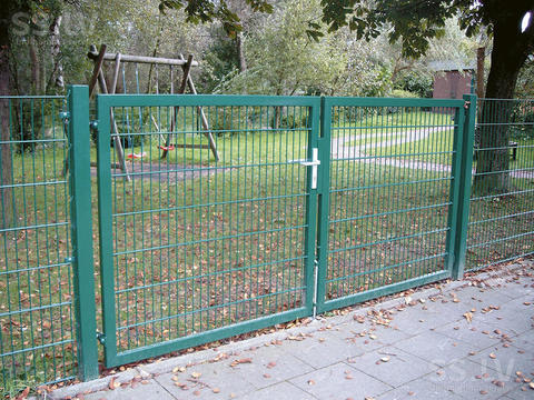 Распашные ворота из сварной сетки
