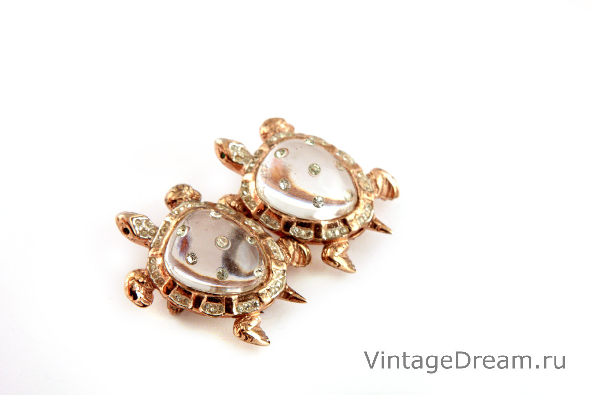 Jelly Belly Turtles collectible brooch from the Duettes series by Coro, 1945. Book piece