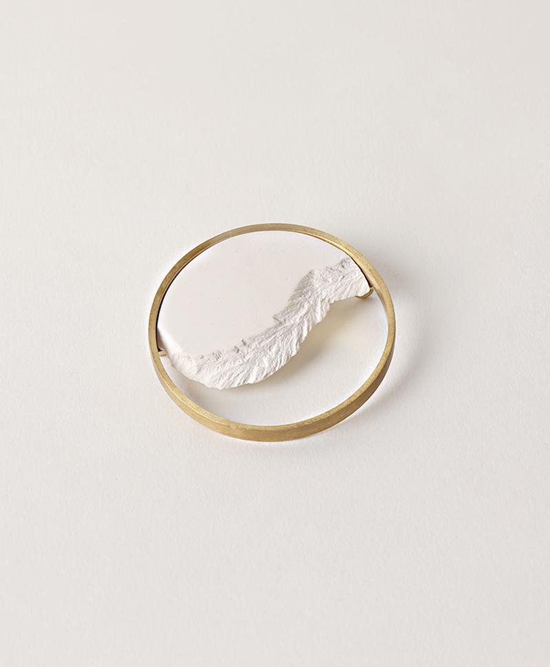 Брошь Circle Dorado White