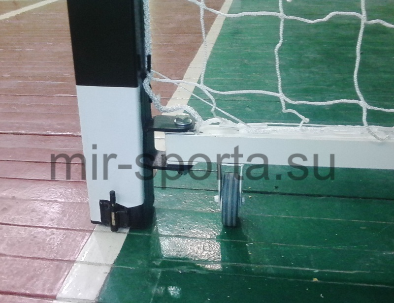 Ворота гандбольные в спортзале