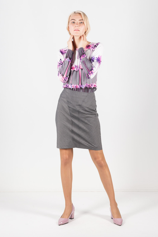 Юбка Б051-334 - Прямая классическая юбка прекрасно сочетается с любым верхом, подойдет как для офиса так и для повседневной жизни.