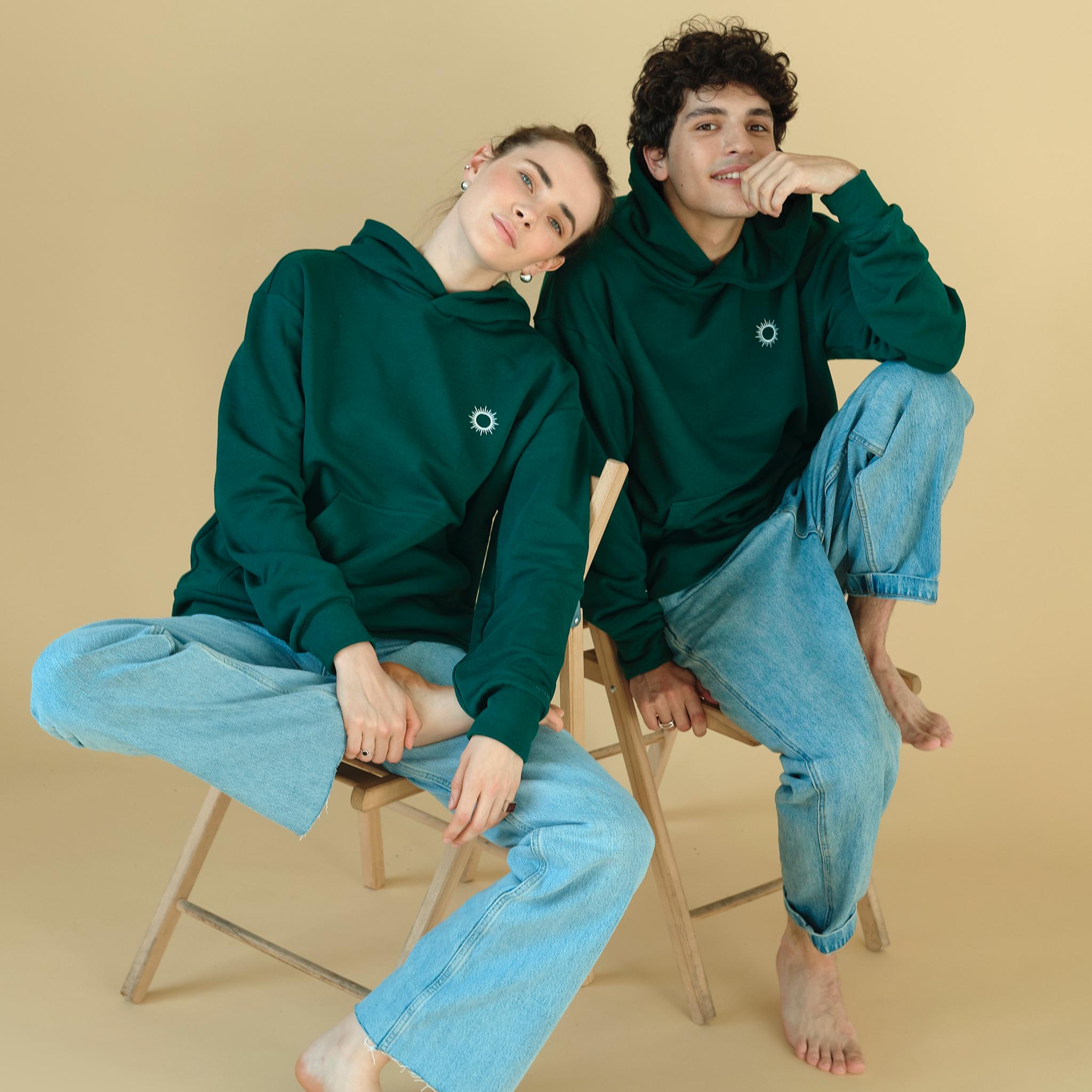 Худи зелёное с вышивкой