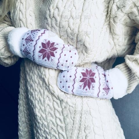 Варежки шерстяные вязаные с розовыми снежинками (цвет: белый)