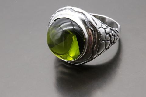 Кольцо с оливином из серебра 925
