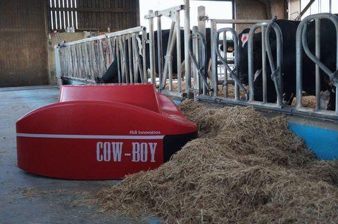 Робот - подталкиватель кормов COW-BOY