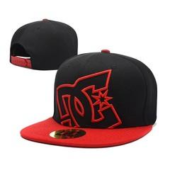 Кепка DC Shoes (Бейсболка) черная с красным козырьком