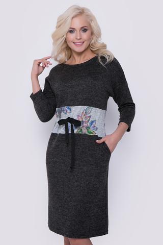 <p>Уютное платье на каждый день. На талии отделочный элемент в виде корсета с кулиской на шнуре. Рукав 3/4.</p>