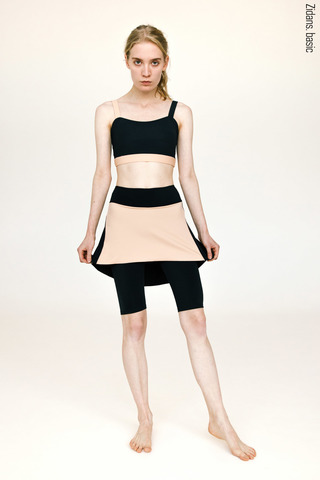 Knee length shorts with skirt stretch