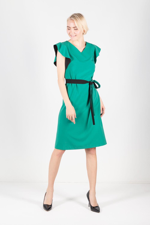 Платье З426а-701 - Шикарное платье зеленого цвета для желающих подчеркнуть невероятную женственность и привлекательность.Прекрасно дополняют основной тон платья черный цвет внутренней стороны рукавов-крылышек. Черный контрастный пояс ставит акцент на линии талии. V-образный вырез горловины притягивает взгляд к области декольте и визуально удлиняет шею. Оптимальная длина чуть выше колена. Благодаря подкладу платье идеально садится на фигуру. Преимуществом платья является свободный крой.Разнообразьте свой гардероб платьем зеленого цвета и вы всегда будете выглядеть обворожительно и стильно.