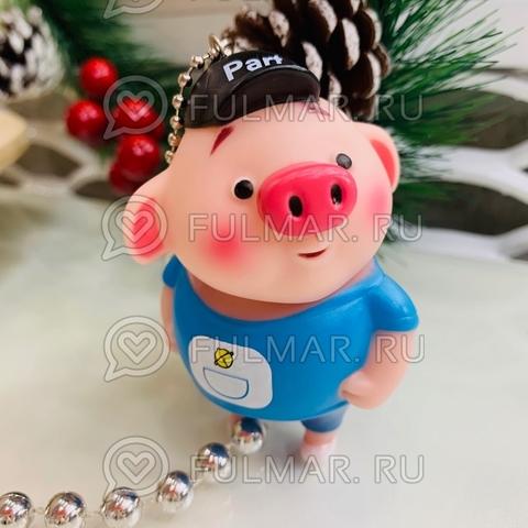 Брелок свинка Мальчик Боб в кепке голубой футболке символ 2019 года