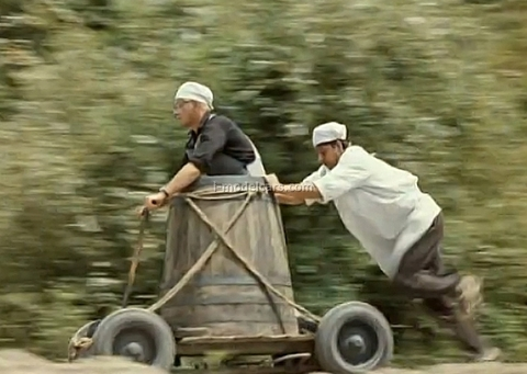 Barrel on wheels from movie Prisoner of the Caucasus DIP 1:43