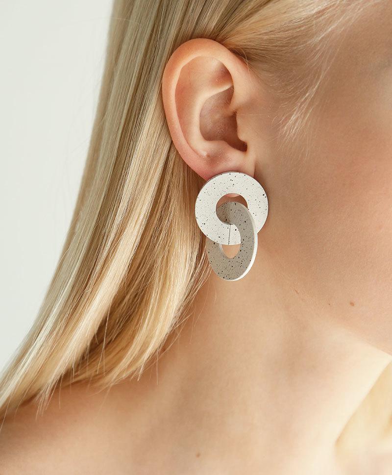 Серьги Cleo Earrings in Eggshell