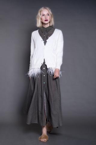 Кардиган на пуговицах из кашемира с шерстью альпаки, отделка перья.