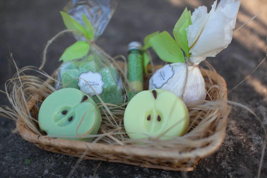 Мыло Яблоко. Пластиковая форма для мыловарения