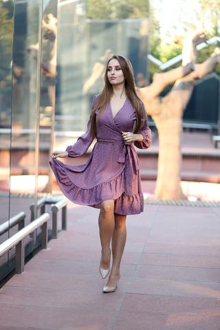 Сиреневое платье в горох оптом