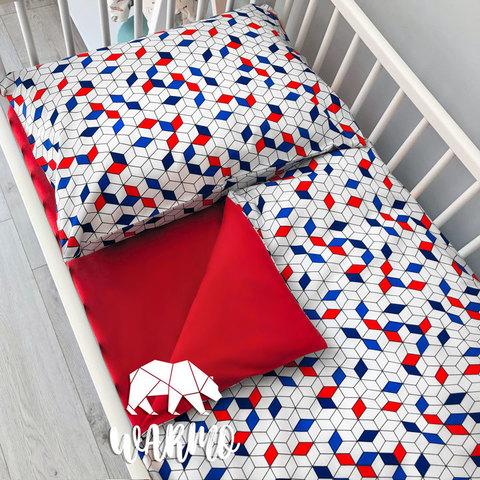 Дитяча постіль з синіми і червоними геометричними фігурами фото