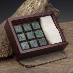 Камни для охлаждения виски из светло-зелёного нефрита. Набор 9шт. в деревянной коробочке.