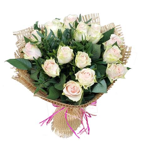 Букет из 15 роз стильный кремовый 2