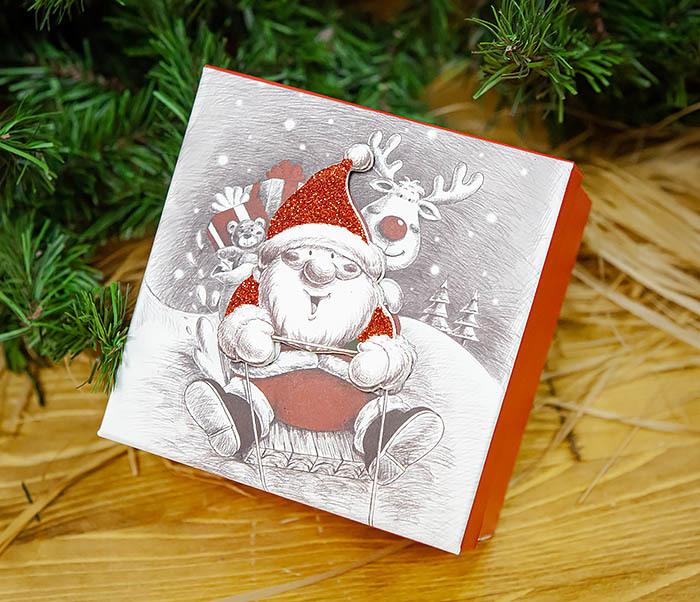 BOX260-2 Подарочная коробка «Дед Мороз на оленях» (11*11*8 см) фото 02