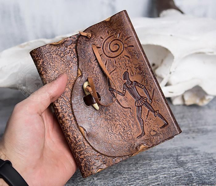 BY01-04-07 Кожаный подарочный блокнот «Лучник» с застежкой - клыком (А6) фото 04